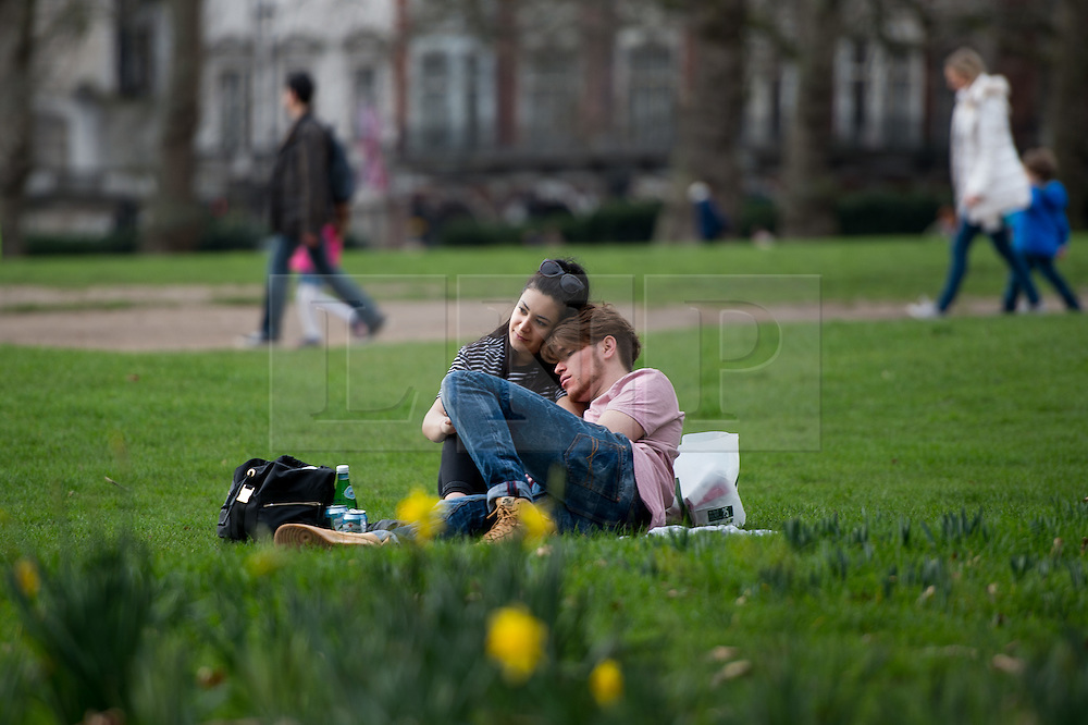 © Licensed to London News Pictures. 20/02/2017. Greenwich Park, London, UK. People enjoying the very mild weather in Hyde Park on Monday afternoon. Photo credit : David Tett/LNP