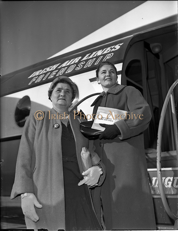 28/10/1959<br /> 10/28/1959<br /> 28 October 1959 <br /> Mrs Whatmough and daughter, Darby O'Gill Prizewinners arrive at Dublin Airport, from Manchester.