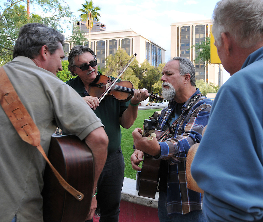 Musicians jam at 2010 Tucson Folk Festival. Event photography by Martha Retallick.