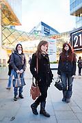 London, Maggio 2012 - Tre degli oltre quaranta croupier italiani in forza al Casino Aspers. Il nuovo Casino londinese, costruito a ridosso dell'Olimpic Park è il più grande della Gran Bretagna.