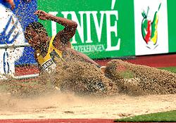 30-06-2007 ATLETIEK: NK OUTDOOR: AMSTERDAM<br /> verspringen zand sprong item atletiek creative illustratief<br /> ©2007-WWW.FOTOHOOGENDOORN.NL
