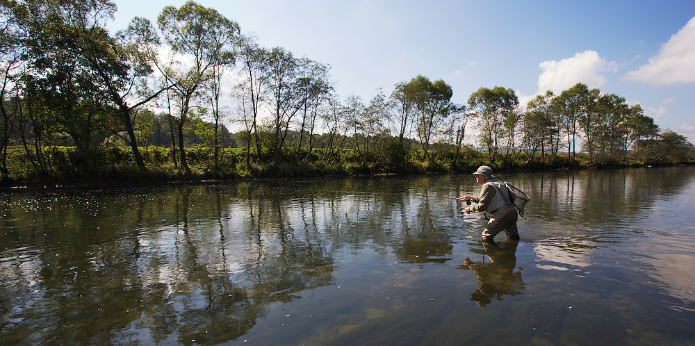 Lawrence Greasley, flyfisher from the UK, fishing for Grayling (Thymallus thymallus) in the San River. Myczkowce, Poland.
