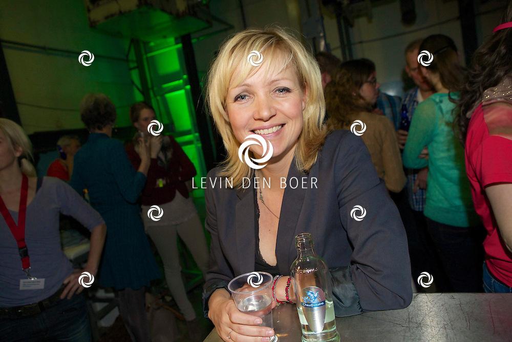 MAARSSEN - In de Fabrique hield de KRO de jaarlijkse afterparty voor 'Boer Zoekt Vrouw'. Met hier op de foto  Yvonne Jaspers. FOTO LEVIN DEN BOER - PERSFOTO.NU