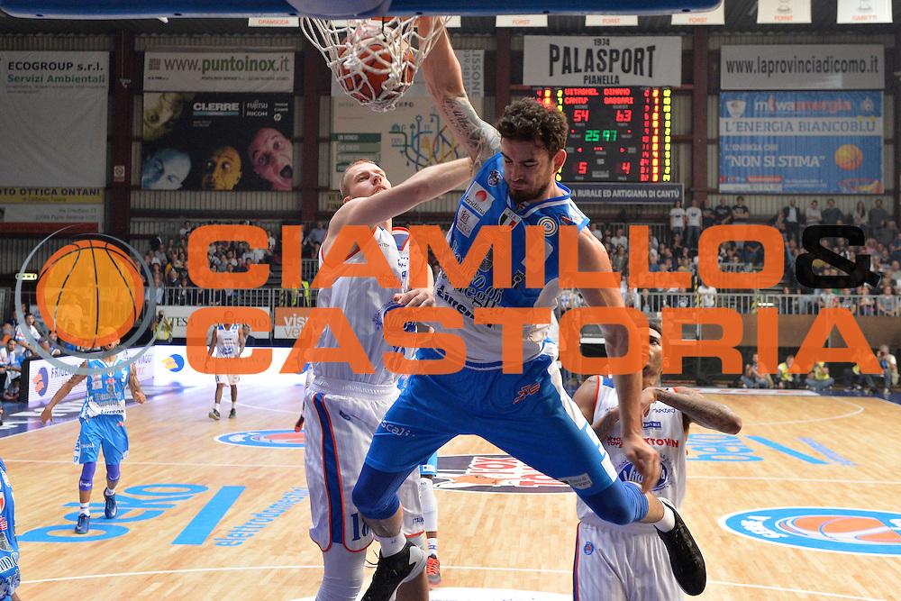 DESCRIZIONE : Cant&ugrave; Lega A 2015-16 Acqua Vitasnella Cantu' vs Dinamo Banco di Sardegna Sassari<br /> GIOCATORE : Joe Alexander<br /> CATEGORIA : Schiacciata sequenza<br /> SQUADRA : Dinamo Banco di Sardegna Sassari<br /> EVENTO : Campionato Lega A 2015-2016<br /> GARA : Acqua Vitasnella Cantu'  Dinamo Banco di Sardegna Sassari<br /> DATA : 12/10/2015<br /> SPORT : Pallacanestro <br /> AUTORE : Agenzia Ciamillo-Castoria/I.Mancini<br /> Galleria : Lega Basket A 2015-2016  <br /> Fotonotizia : Acqua Vitasnella Cantu'  Lega A 2015-16 Acqua Vitasnella Cantu' Dinamo Banco di Sardegna Sassari   <br /> Predefinita :