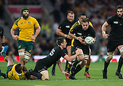 London, Great Britain,   2015 Rugby World Cup Final.Ritchie MaCAW takes the pass from Ben SMITH during the New Zealand vs Australia, Twickenham Stadium,London. England, Saturday  31/10/2015. <br />