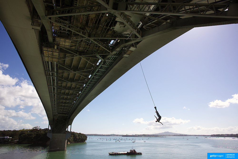 Bungy jumping from the Auckland Bridge  Auckland, New Zealand, 8th November 2010. Photo Tim Clayton.
