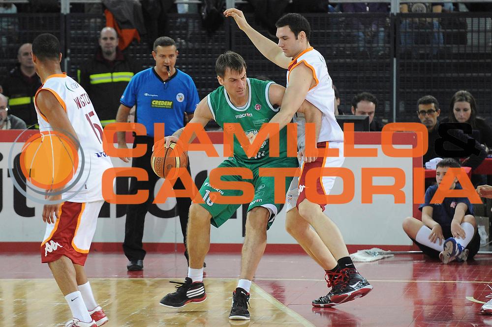 DESCRIZIONE : Roma Lega A 2009-10 Lottomatica Virtus Roma Benetton Treviso<br /> GIOCATORE : Sandro Nicevic Arbitro<br /> SQUADRA : Benetton Treviso<br /> EVENTO : Campionato Lega A 2009-2010 <br /> GARA : Lottomatica Virtus Roma Benetton Treviso<br /> DATA : 07/02/2010<br /> CATEGORIA : Palleggio<br /> SPORT : Pallacanestro <br /> AUTORE : Agenzia Ciamillo-Castoria/GiulioCiamillo<br /> Galleria : Lega Basket A 2009-2010 <br /> Fotonotizia : Roma Campionato Italiano Lega A 2009-2010 Lottomatica Virtus Roma Benetton Treviso<br /> Predefinita :
