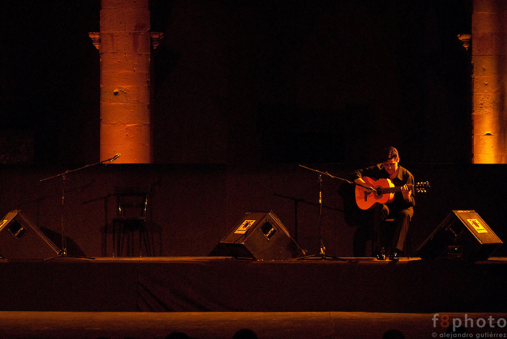 "The guitarist Pedro Sierra during the Spanish Dance Gala ""Jaleo al Corazón"" in the Second International Dance Festival Ibérica Contemporánea, Querétaro, México,2009."
