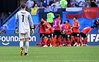 FUSSBALL WM 2018  Vorrunde  Gruppe F  ------- Suedkorea - Deutschland          27.06.2018 Torwart Manuel Neuer (li, Deutschland) ist enttaeuscht, Suedkorea jubelt