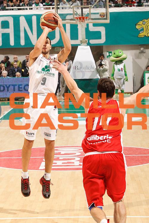 DESCRIZIONE : Siena Lega A 2011-12 Montepaschi Siena Cimberio Varese<br /> GIOCATORE : Marco Carraretto<br /> CATEGORIA : tiro<br /> SQUADRA : Montepaschi Siena<br /> EVENTO : Campionato Lega A 2011-2012<br /> GARA : Montepaschi Siena Cimberio Varese<br /> DATA : 20/11/2011<br /> SPORT : Pallacanestro<br /> AUTORE : Agenzia Ciamillo-Castoria/P.Lazzeroni<br /> Galleria : Lega Basket A 2011-2012<br /> Fotonotizia : Siena Lega A 2011-12 Montepaschi Siena Cimberio Varese<br /> Predefinita :