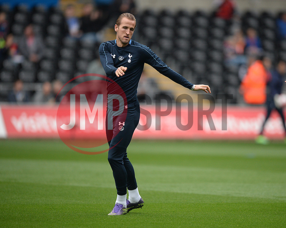 Harry Kane of Tottenham Hotspur warms up prior to kick off. - Mandatory byline: Alex James/JMP - 07966 386802 - 04/10/2015 - FOOTBALL - Liberty stadium - Swansea, England - Swansea City  v Tottenham hotspur - Barclays Premier League