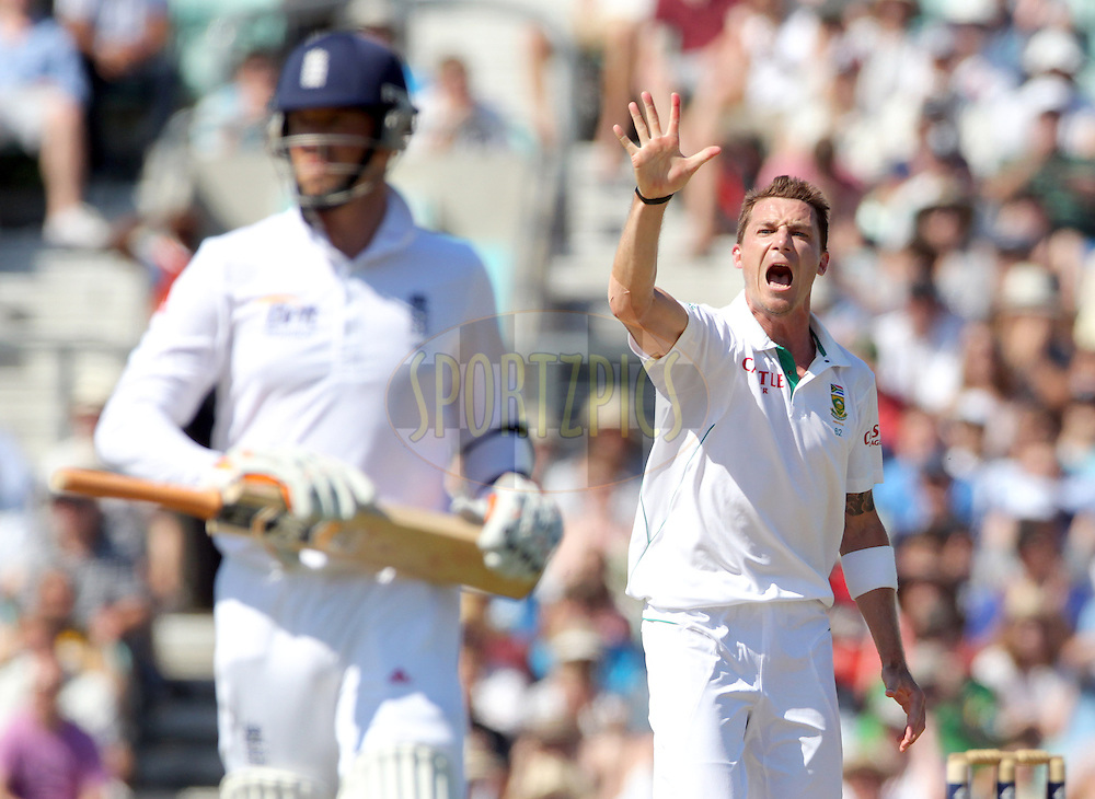 South Africa's Dale Steyn screams 'five' and holds up 5 fingers as he claims his fifth wicket - England's Graeme Swann (L) out for 7 caught Alviro Petersen - England v South Africa - 1st Investec Test Match -  Day 5 - The Oval  - London - 23/07/2012..Andrew Fosker / Seconds Left Images