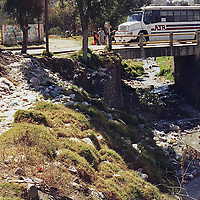 Toluca, Méx.- Proliferacion de basureros al aire libre sin control del ayuntamiento, la grafica en la comunidad de Tlacotepec. Agencia MVT / H. Vázquez E..