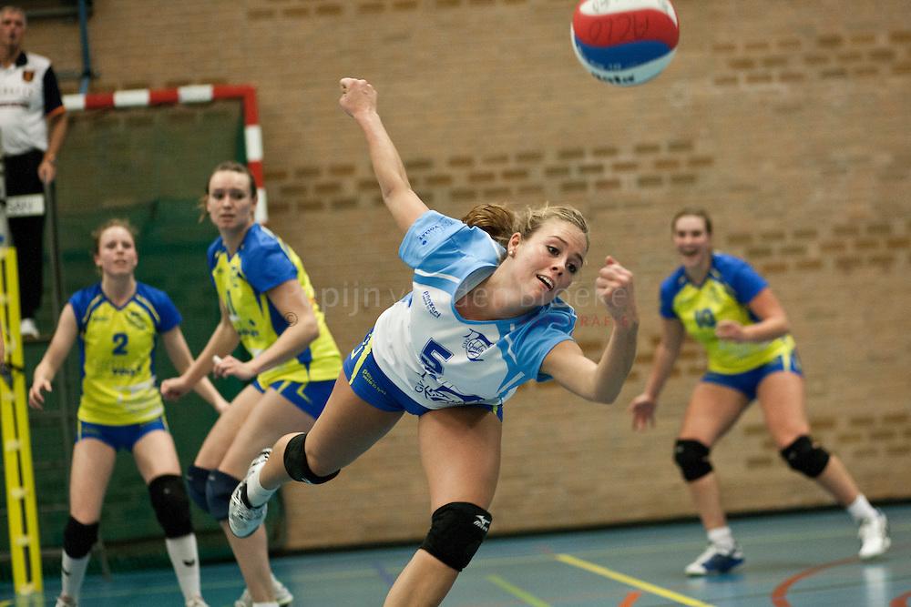 groningen, struikhal 20101106. Donitas-lycurgus dames 1 volleybal. Jessica Oude Sogtoen. foto: pepijn van den broeke. kilometers: 18