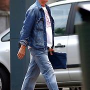 NLD/Amsterdam/20050715 - Jack Spijkerman in spijkergoed brengt zijn spijkerbroek naar de stomerij in Amsterdam