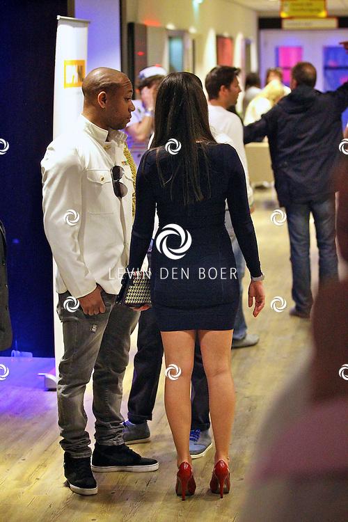 AMSTERDAM - Na het grote Toppers concert mochten de VIPS over de rode loper naar het VIP feest.  Met op de foto de achterkant van Danielle van Aalderen. FOTO LEVIN DEN BOER - PERSFOTO.NU