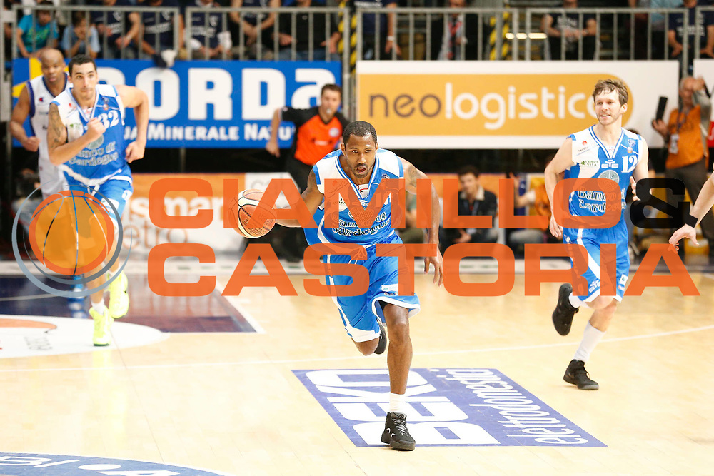 DESCRIZIONE : Cantu Lega A 2012-13 Lenovo Cantu Banco di Sardegna Sassari playoff quarti di finale gara 4<br /> GIOCATORE : Bootsy Thornton<br /> CATEGORIA : Palleggio<br /> SQUADRA : Banco di Sardegna Sassari<br /> EVENTO : Campionato Lega A 2012-2013<br /> GARA : Lenovo Cantu Banco di Sardegna Sassari<br /> DATA : 15/05/2013<br /> SPORT : Pallacanestro <br /> AUTORE : Agenzia Ciamillo-Castoria/G.Cottini<br /> Galleria : Lega Basket A 2012-2013  <br /> Fotonotizia : Cantu Lega A 2012-13 Lenovo Cantu Banco di Sardegna Sassari playoff quarti di finale gara 4<br /> Predefinita :