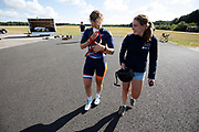 Op de vliegbasis van Woensdrecht wordt de VeloX 8, de nieuwste recordfiets, gepresenteerd aan de pers en publiek met een oefenrit. In september wil het Human Power Team Delft en Amsterdam, dat bestaat uit studenten van de TU Delft en de VU Amsterdam, tijdens de World Human Powered Speed Challenge in Nevada een poging doen het wereldrecord snelfietsen voor vrouwen te verbreken met de VeloX 8, een gestroomlijnde ligfiets. Het record is met 121,81 km/h sinds 2010 in handen van de Francaise Barbara Buatois. De Canadees Todd Reichert is de snelste man met 144,17 km/h sinds 2016.<br /> <br /> At the military airbase in Woensdrecht the newest record bike, the VeloX 8, is presented to the media and public. With the VeloX 8, a special recumbent bike, the Human Power Team Delft and Amsterdam, consisting of students of the TU Delft and the VU Amsterdam, also wants to set a new woman's world record cycling in September at the World Human Powered Speed Challenge in Nevada. The current speed record is 121,81 km/h, set in 2010 by Barbara Buatois. The fastest man is Todd Reichert with 144,17 km/h.