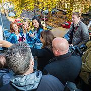 NLD/Amsterdam/20161111 - CD presentatie K3 Ushuaia, k3 Hanne Verbruggen, Marthe De Pillecyn en Klaasje Meijer poseren voor de Nederlandse pers