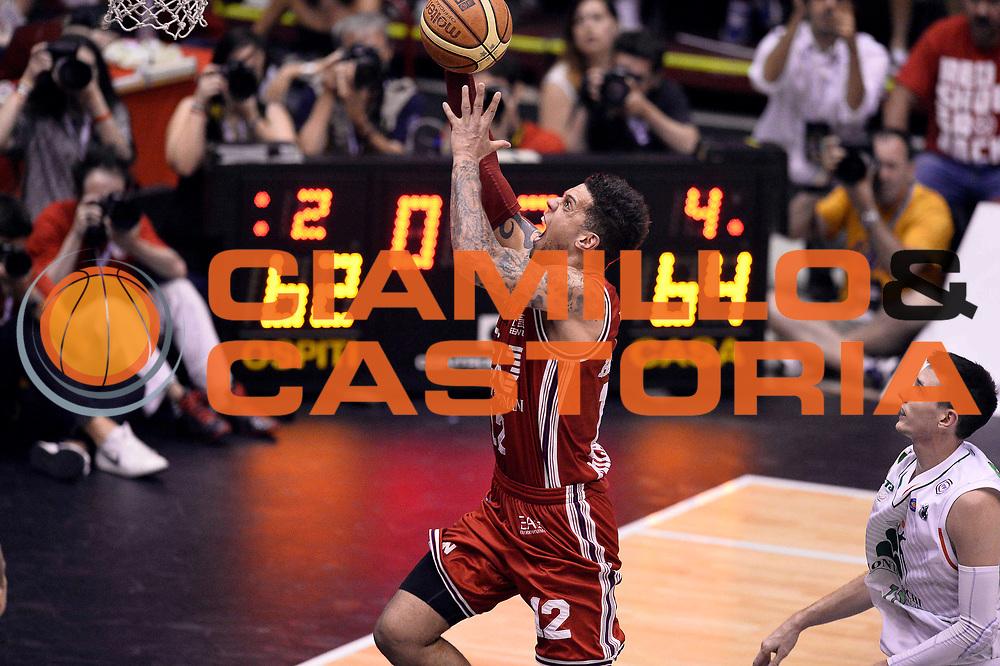 DESCRIZIONE : Campionato 2013/14 Finale Gara 7 Olimpia EA7 Emporio Armani Milano - Montepaschi Mens Sana Siena Scudetto<br /> GIOCATORE : Daniel Hackett<br /> CATEGORIA : Tiro Sottomano<br /> SQUADRA : Olimpia EA7 Emporio Armani Milano<br /> EVENTO : LegaBasket Serie A Beko Playoff 2013/2014<br /> GARA : Olimpia EA7 Emporio Armani Milano - Montepaschi Mens Sana Siena<br /> DATA : 27/06/2014<br /> SPORT : Pallacanestro <br /> AUTORE : Agenzia Ciamillo-Castoria /GiulioCiamillo<br /> Galleria : LegaBasket Serie A Beko Playoff 2013/2014<br /> FOTONOTIZIA : Campionato 2013/14 Finale GARA 7 Olimpia EA7 Emporio Armani Milano - Montepaschi Mens Sana Siena<br /> Predefinita :