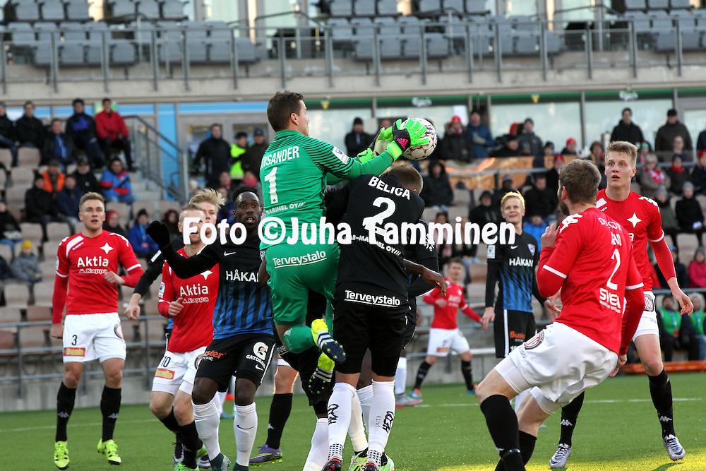 14.4.2016, Sonera Stadion, Helsinki.<br /> Veikkausliiga 2016.<br /> Helsingfors IFK - FC Inter Turku.<br /> Henrik Moisander Interin maalissa koppaa pallon.