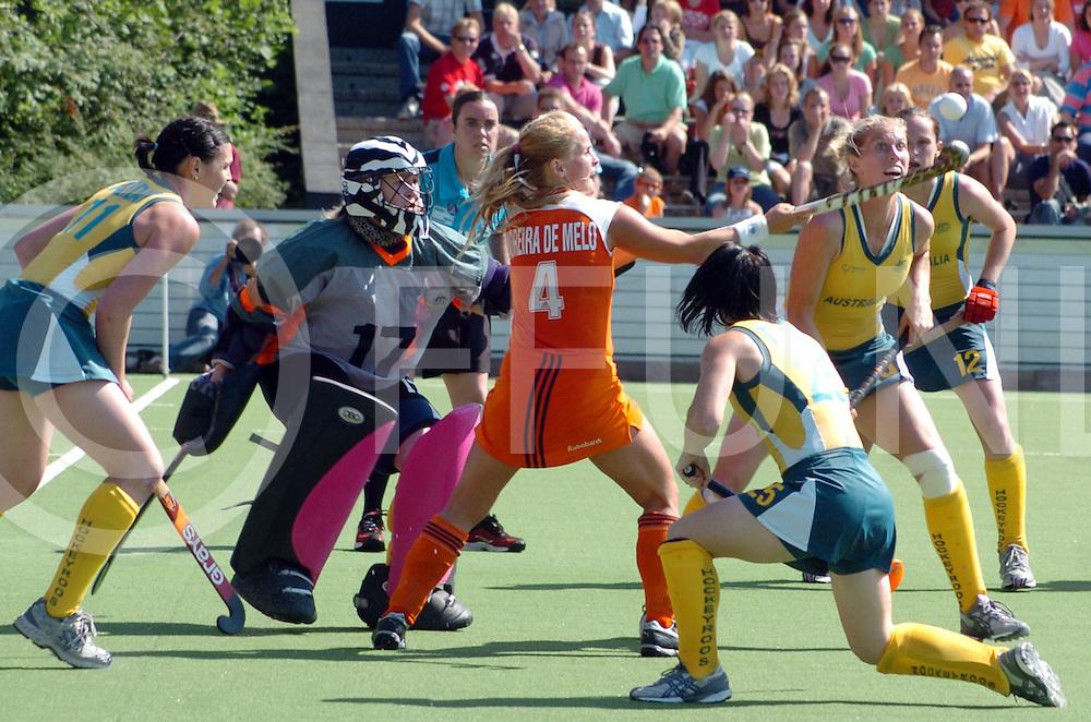 060708, amstelveen,ned<br /> Champions Trophy 2006 Dames<br /> Nederland _ Australie<br /> foto: Fatima Moreira de Melo vist de bal boven de hoofden van haar opponenten weg.<br /> fotografie frank uijlenbroek&copy;2006 sanderuijlenbroek