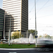 Rotterdam 7 mei 2005 20050507 Foto: David Rozing .Verkeer op de rotonde Hofplein in het centrum. Het Weena in Rotterdam is een van de straten met de slechtste luchtkwaliteit van Nederland. .Foto: David Rozing