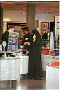 Shopping in Harvey Nichols,  Al Faisaliah shopping Centre.  May 2000.  Riyadh, Saudi  Arabia. © Copyright Photograph by Dafydd Jones 66 Stockwell Park Rd. London SW9 0DA Tel 020 7733 0108 www.dafjones.com