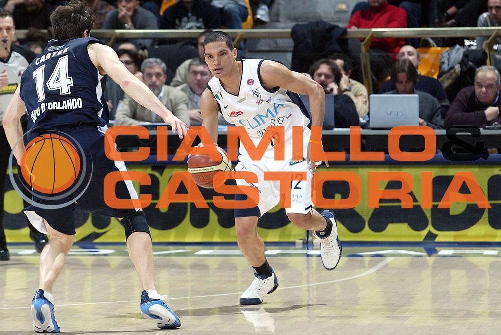 DESCRIZIONE : Bologna Lega A1 2005-06 Climamio Fortitudo Bologna Upea Capo Orlando <br /> GIOCATORE : Green <br /> SQUADRA : Climamio Fortitudo Bologna <br /> EVENTO : Campionato Lega A1 2005-2006 <br /> GARA : Climamio Fortitudo Bologna Upea Capo Orlando <br /> DATA : 28/12/2005 <br /> CATEGORIA : Palleggio <br /> SPORT : Pallacanestro <br /> AUTORE : Agenzia Ciamillo-Castoria/L.Villani