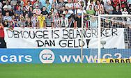 30-08-2008 VOETBAL:WILLEM II:AJAX:TILBURG<br /> Demouge staat in de belangstelling van Heerenveen. Voor het Tilburgse publiek is het wel duidelijk<br /> Foto: Geert van Erven