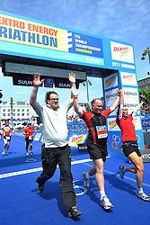 16.07.2011, Hamburg, GER, Dextro Energy Triathlon ITU World Championship Series, Promi-Staffel, im Bild Team Urs Tappert (stellv. Vorsitzender der SPD Hamburg), Juliane Timmermann (stellv. Kreisvorsitzende SPD Wandsbek) und Senator Michael Neumann (Hamburger Senator für Inneres und Sport) beim Einlaufen in das Ziel.EXPA Pictures © 2011, PhotoCredit: EXPA/ nph/  Witke       ****** out of GER / CRO  / BEL ******