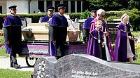 GEPA-2106087200 - KUEHNSDORF,AUSTRIA,21.JUN.08 - TENNIS - Begraebnis von Horst Skoff. Bild zeigt den Trauerzug von Horst Skoff.<br />Foto: GEPA pictures/ Wolfgang Jannach