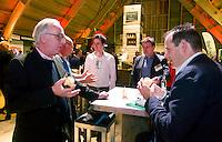 UTRECHT -  Jan Kees van der Velden (l) met Henk-Jan de Boer (r) manager International, A tribe called Golf, de kracht van de connectie. Nationaal Golf Congres van de NVG 2014 , Nederlandse Vereniging Golfbranche. COPYRIGHT KOEN SUYK