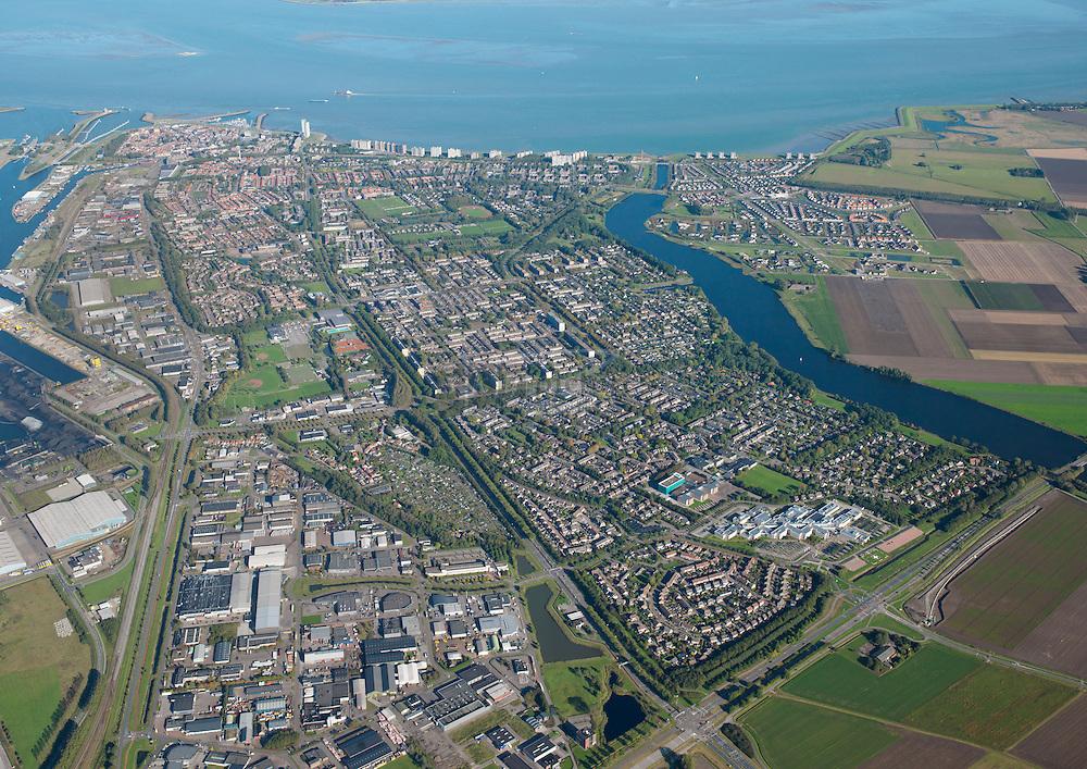 Overzichtsopname van de stad Terenuezen met Westerschelde en Kanaal van Gent naar Terenuzen.
