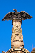 Europa, Deutschland, Koeln, Adler auf einer alte Grabsaeule auf dem Melatenfriedhof.<br /><br />Europe, Germany, Cologne, eagle on an old gravestone at the Melaten cemetery.