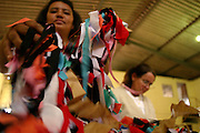 Nova Lima_MG, Brasil...Tapecaria do Projeto Fred, na foto mulheres fazendo tapetes...The tapestry of Fred project, in this photo women doing carpets...Foto: BRUNO MAGALHAES / NITRO.