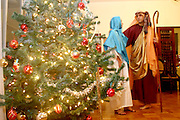 Belo Horizonte_MG, Brasil...Encenacao do presepio na casa de uma familia. Na foto Maria e Jose...The presentation of the Christmas crib in a family house. In this photo Mary and Joseph...Foto: LEO DRUMOND / NITRO