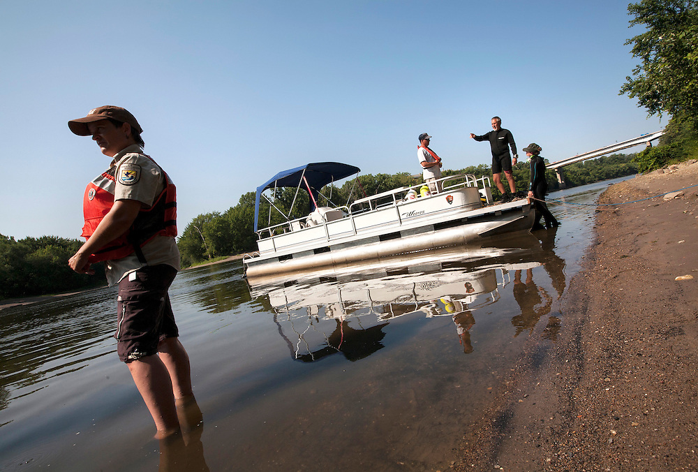 Left to right, Tamara Smith with the U.S. Fish and Wildlife Service, Dan Kelner with the U.S. Army Corps of Engineers, and biologists Byron Karns and Allie Holdhusen of the National Park Service join forces to assess the health of all types of mussels in the Mississippi River near Pike Island August 14, 2015.