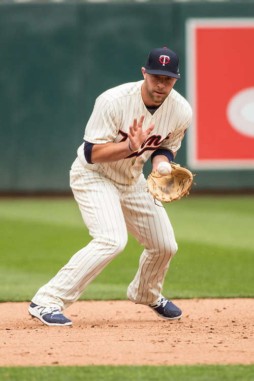 MINNEAPOLIS, MN- APRIL 5: Chris Gimenez #38 of the Minnesota Twins fields against the Kansas City Royals on April 5, 2017 at Target Field in Minneapolis, Minnesota. The Twins defeated the Royals 9-1. (Photo by Brace Hemmelgarn) *** Local Caption *** Chris Gimenez