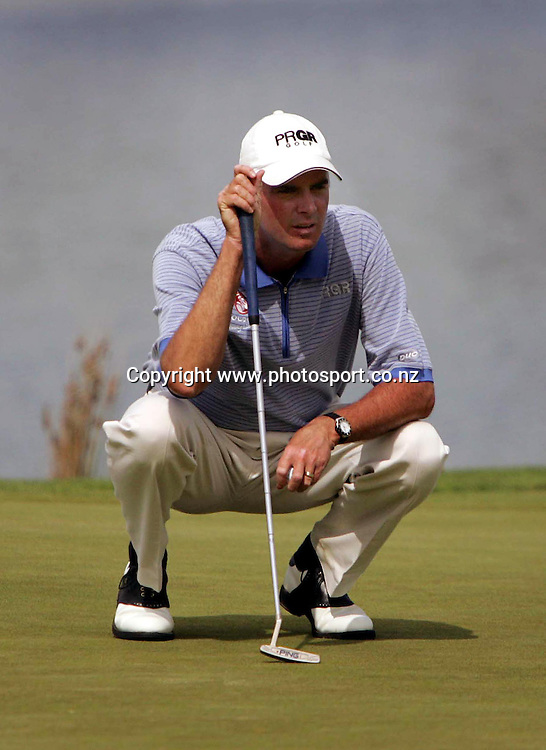 David Smail (NZL) lines up a putt during the NZPGA Championship, at Clearwater Golf Club, Christchurch, New Zealand, from the 24th to 27th of February, 2005. Photo: Photosport<br />