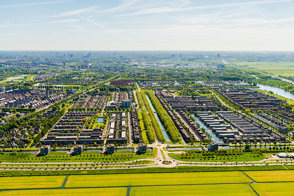 Nederland, Utrecht, Leidsche Rijn, 13-05-2019; stadsdeel Leidsche Rijn met subwijk Veldhuizen, op de grens met de weilanden van de Harmelerwaard.<br /> The new residential area Leidsche Rijn, bordering the country site.<br /> <br /> luchtfoto (toeslag op standard tarieven);<br /> aerial photo (additional fee required);<br /> copyright foto/photo Siebe Swart