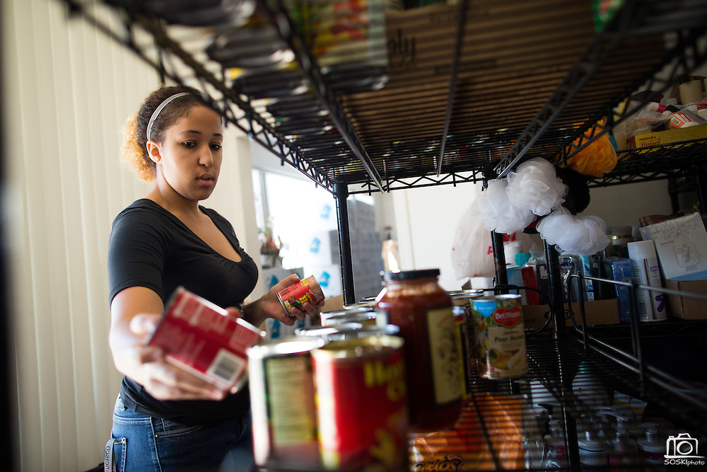 Volunteer Kalisha Webster, 22, of Newark sorts canned goods at the Milpitas Food Pantry in Milpitas, California, on November 25, 2014. (Stan Olszewski/SOSKIphoto)