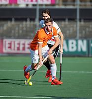 AMSTELVEEN - Roel Bovendeert (Bldaal)  tijdens de oefenwedstrijd tussen Amsterdam en Bloemendaal heren.    COPYRIGHT  KOEN SUYK
