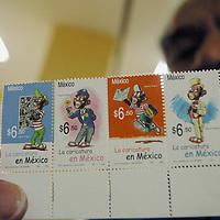 OAXACA,MEXICO 04/07/05.-Luego de varios dias llegan a Oaxaca os timbres conmemorativos a los 65 años de la caricatura en México representados por por Memín Pinguín que ha causado revuelo en el continente Americano.