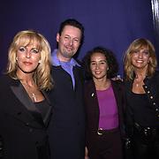 Uitreiking populariteitsprijs 2002, Marga Bult, Carel Kraayenhof en vrouw Thirza Lourens en Maggie McNeal (Sjoukje Smit)