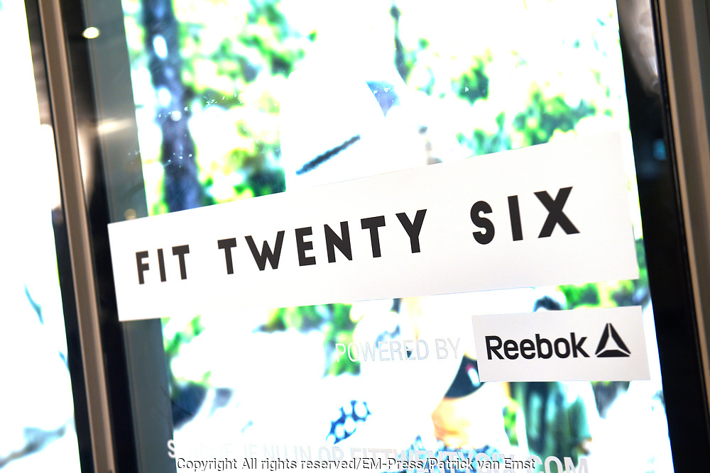 Grand Opening Fit Twenty Six in de IJ-passage van Amsterdam Centraal Station