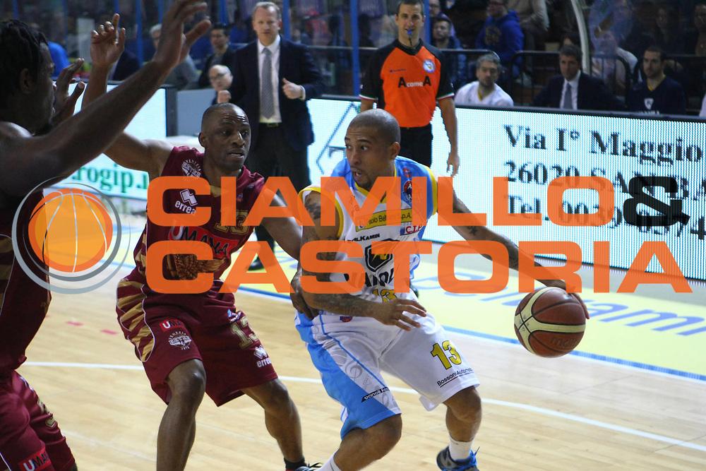 DESCRIZIONE : Cremona Lega A 2012-2013 Vanoli Cremona Umana Reyer Venezia<br /> GIOCATORE : Jarrius Jackson<br /> SQUADRA : Vanoli Cremona<br /> EVENTO : Campionato Lega A 2012-2013<br /> GARA : Vanoli Cremona Umana Reyer Venezia<br /> DATA : 02/12/2012<br /> CATEGORIA : Palleggio<br /> SPORT : Pallacanestro<br /> AUTORE : Agenzia Ciamillo-Castoria/F.Zovadelli<br /> GALLERIA : Lega Basket A 2012-2013<br /> FOTONOTIZIA : Cremona Campionato Italiano Lega A 2012-13 Vanoli Cremona Umana Reyer Venezia<br /> PREDEFINITA :