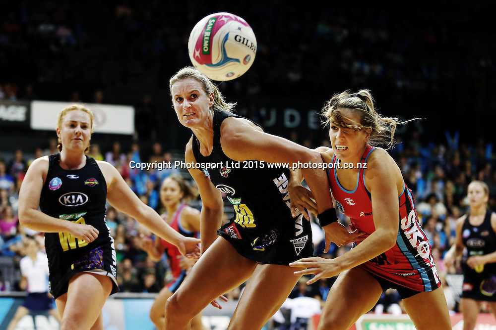 Leana de Bruin of the Magic competes for the ball against Gemma Hazeldine of the Tactix. 2015 ANZ Championship, Waikato Bay of Plenty Magic v Canterbury Tactix, Claudelands Arena, Hamilton, New Zealand. Photo: Anthony Au-Yeung / www.photosport.co.nz