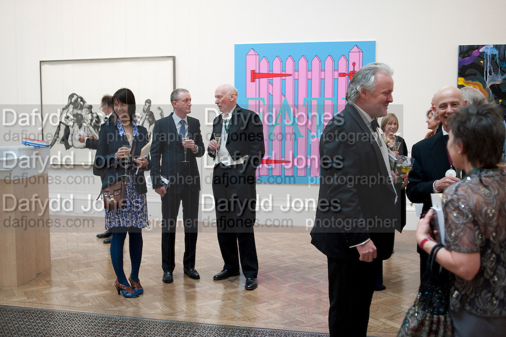 GILLIAN WEARING; MICHAEL LANDY; BILL WOODROW; , Royal Academy of Arts Annual dinner. Royal Academy. Piccadilly. London. 1 June <br /> <br />  , -DO NOT ARCHIVE-© Copyright Photograph by Dafydd Jones. 248 Clapham Rd. London SW9 0PZ. Tel 0207 820 0771. www.dafjones.com.