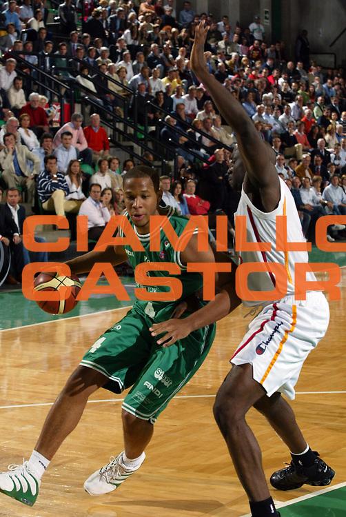 DESCRIZIONE : Treviso Lega A1 2005-06 Play Off Semifinale Gara 1 Benetton Treviso Lottomatica Virtus Roma <br /> GIOCATORE : Bryant <br /> SQUADRA : Benetton Treviso <br /> EVENTO : Campionato Lega A1 2005-2006 Play Off Semifinale Gara 1 <br /> GARA : Benetton Treviso Lottomatica Virtus Roma <br /> DATA : 31/05/2006 <br /> CATEGORIA : Penetrazione <br /> SPORT : Pallacanestro <br /> AUTORE : Agenzia Ciamillo-Castoria/E.Pozzo <br /> Galleria : Lega Basket A1 2005-2006 <br /> Fotonotizia : Treviso Campionato Italiano Lega A1 2005-2006 Play Off Semifinale Gara 1 Benetton Treviso Lottomatica Virtus Roma <br /> Predefinita :